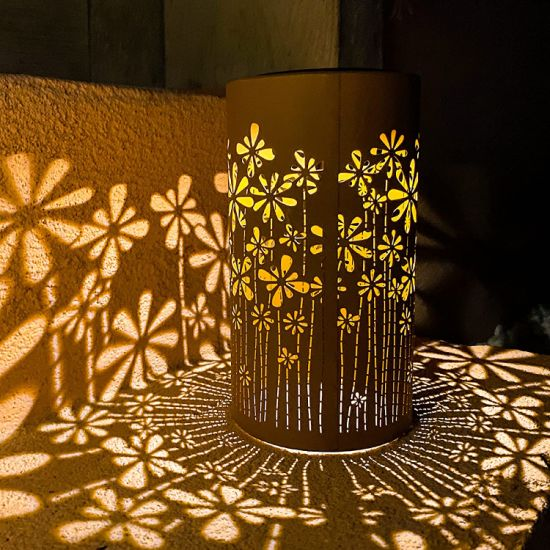 Metal Decorative Waterproof Decorative Retro LED Solar Powered Lantern Hanging Lamp Night Light for Lawn Courtyard Terrace Pathway Party Decoration
