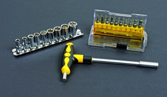 26PCS Multifunctional Hand Tools Cr-V Steel Ratchet Screwdriver & Bits Set pictures & photos