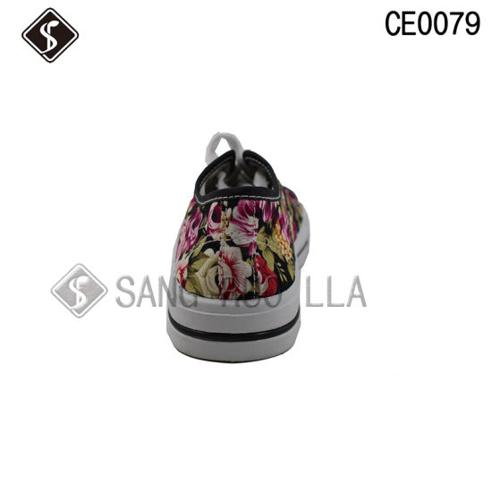 Boy and Girl Sports Walking Canvas Shoes pictures & photos