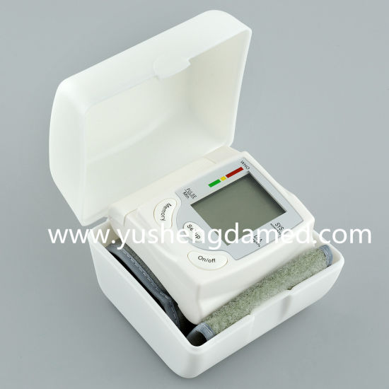 Ce Certificated Electronice Wrist Type Blood Pressure Monitor Ysd703s pictures & photos