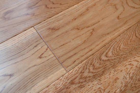 China Three Layer Oak Solid Wood Flooring Handscraped Golden Color