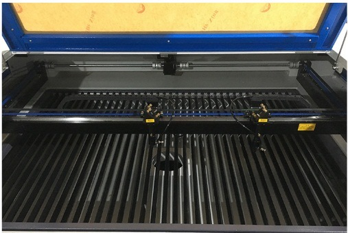 Laser Cutting Machine for Embroidery Silk Printing Cloth