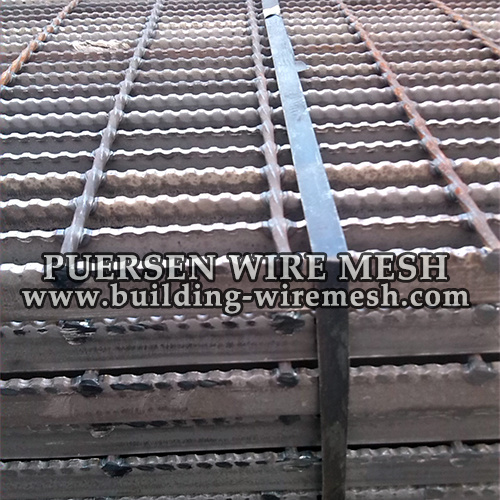 Black Serrated Grating / Welded Steel Bar Grating pictures & photos