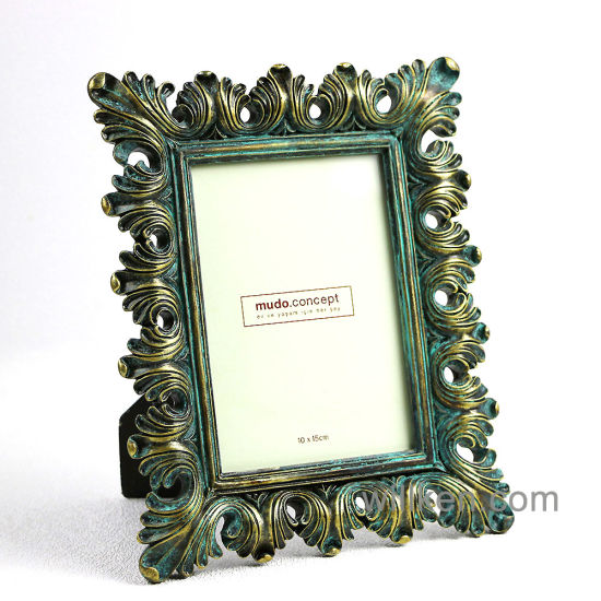 China New Fashion Beautiful Picture Frame Designs / Wedding Resin ...