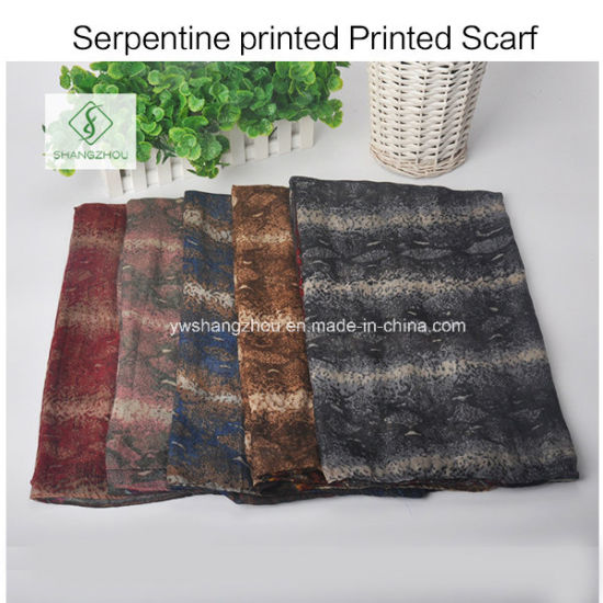 2017 Hot Sale Serpentine Printed Viscose Shawl Fashion Lady Scarf pictures & photos