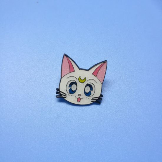 Customized Glitter Holiday Metal Cat Lapel Pin Badge Promotion Gift pictures & photos
