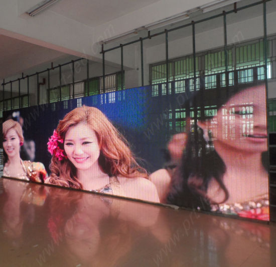 Full Color Indoor LED Mesh Curtain with High Transmitting (P10, P12.5, P20) pictures & photos