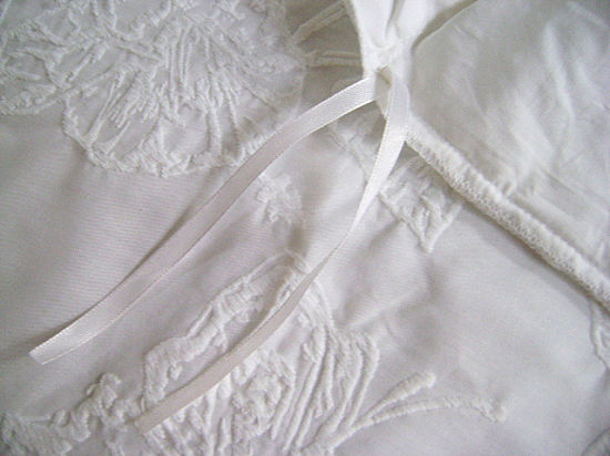 White Embroidery on White Base Bedding Set pictures & photos