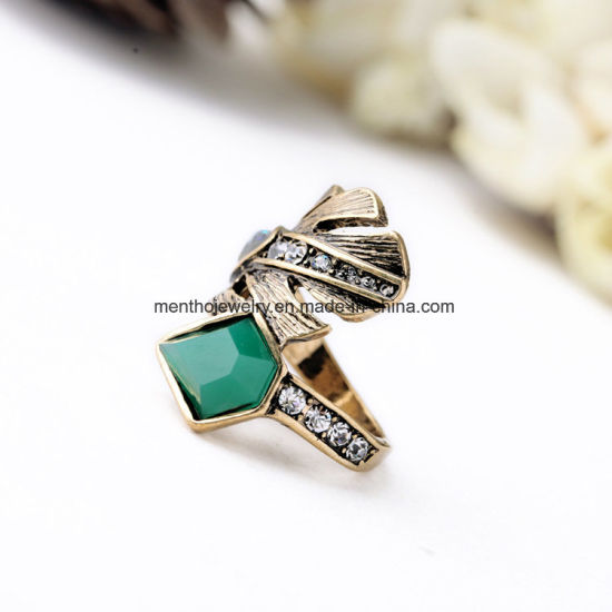 Retro Elegant Alloy Diamond Studded Finger Ring Leaf Shape Crystal Jewelry for Women pictures & photos