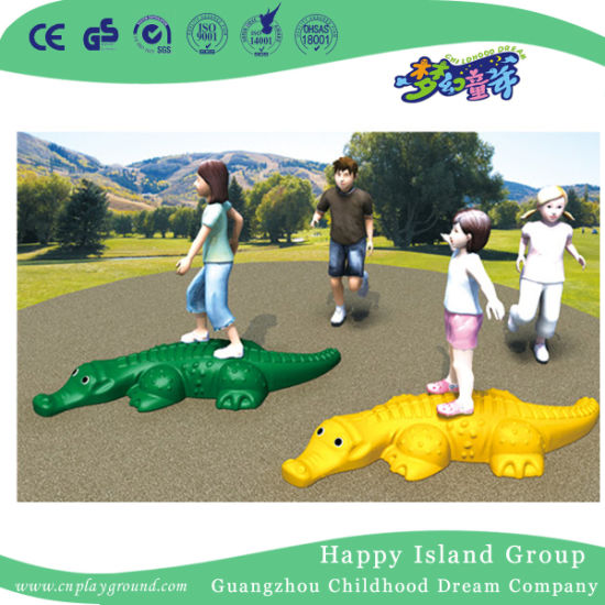 China Cheap Kids Outdoor Goldfish Runner Plastic Toy for