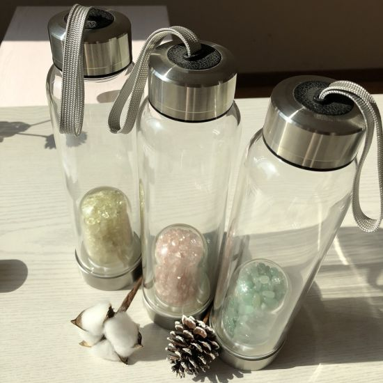 Whosale New Product 2020 Natural Rose Gravel Stone Infused Gemstone Crystal Points Glass Water Bottle