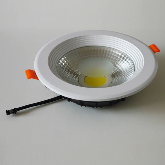 Made-in-China LED Downlight 7W/9W/15W LED Light COB Downlight pictures & photos