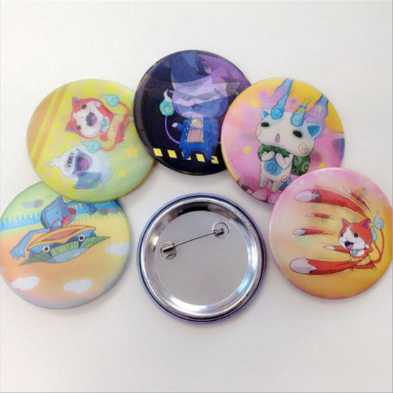 Pactory Price Custom Cartoon Tin Badge with Promotion Gift (TB08-C) pictures & photos