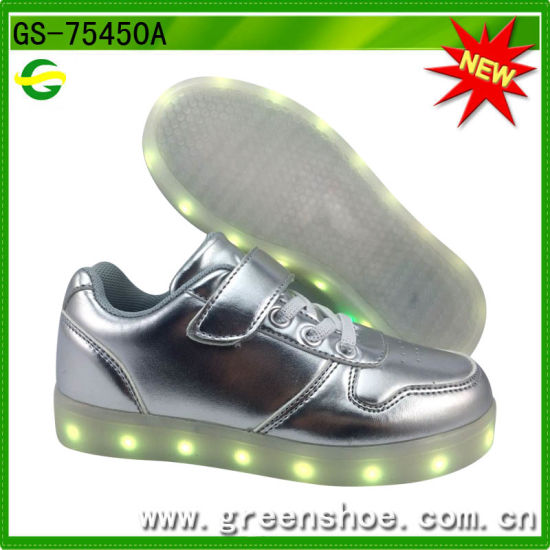 2016 Hot Ce Certificated LED Sneakers pictures & photos