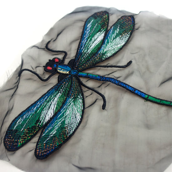 China Professional Cutstom 3d Dragonfly Embroidery Patch For Silk