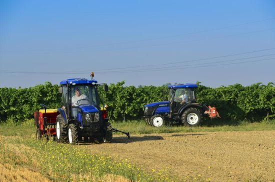 Foton 50HP Third Generation Tractor with CE & OECD pictures & photos