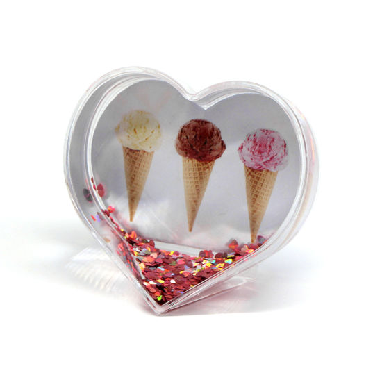Custom Made Heart Shape Photo Frame Snowball Plastic Snow Globe pictures & photos