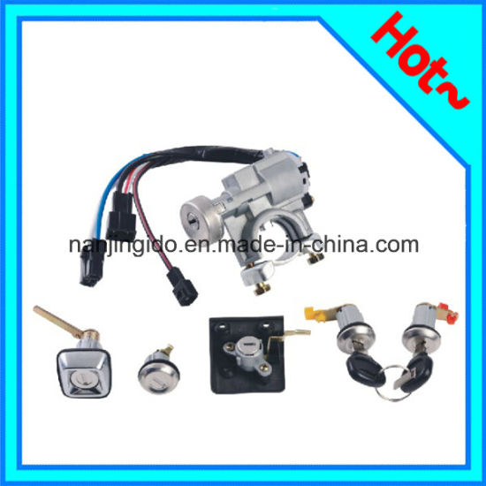Car Spare Parts Door Lock for Ford Festiva 1990-1993 Be32-76-220