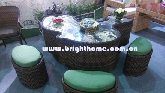 Hot Sale Wicker Patio Furniture Garden Chair and Table pictures & photos