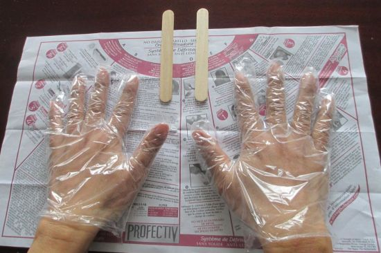 China The Attached Paper Gloves, Hair Coloring Plastic Gloves with ...