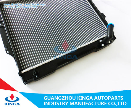 High Cooling Performance Car Radiator for Mitsubishi Pajero V31/V32′ 92-96 Mt pictures & photos