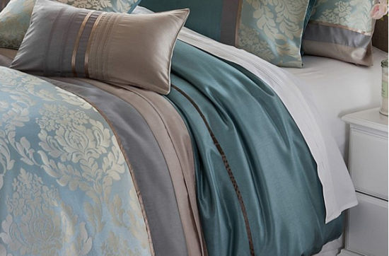 MID-Level Green Dimond Silk Panel Patchwork Embroidery Bedding Sets pictures & photos