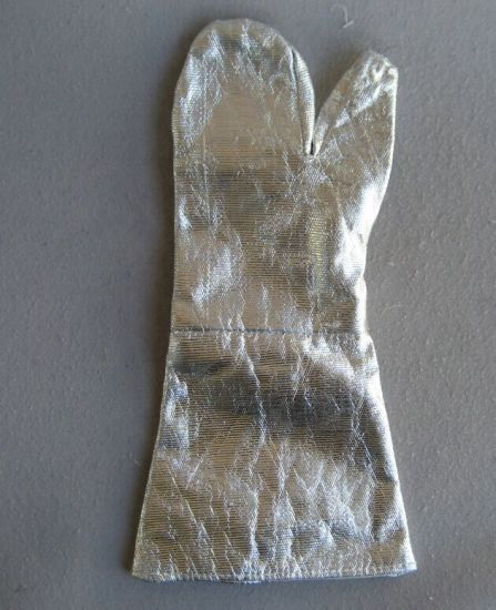 Aluminum Foil High Temperature Resistant Fire Protective Glove-2322 pictures & photos