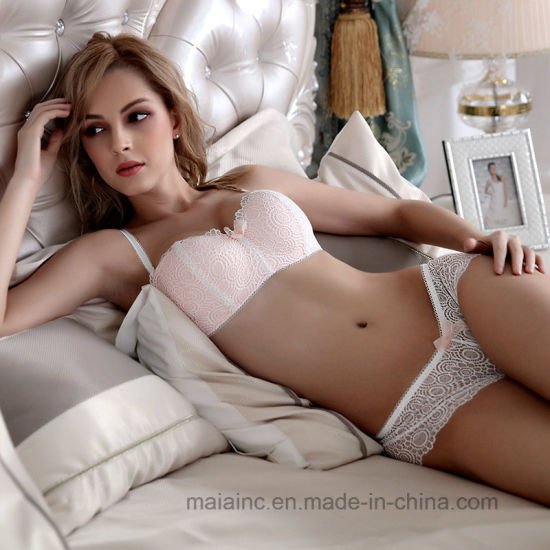 Lovely Wireless Ladies Lace Brief and Bra in Factory Price pictures & photos