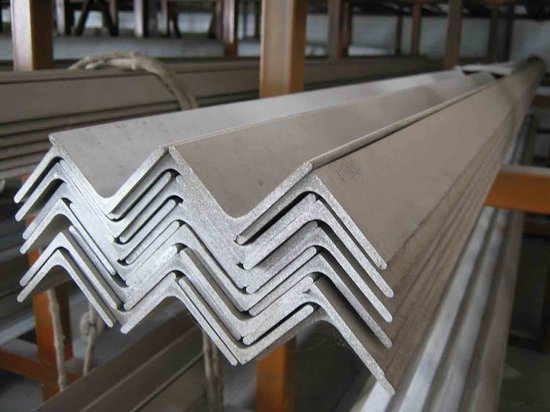 Steel Angle Bar Ss400/Q235 Carbon Steel pictures & photos