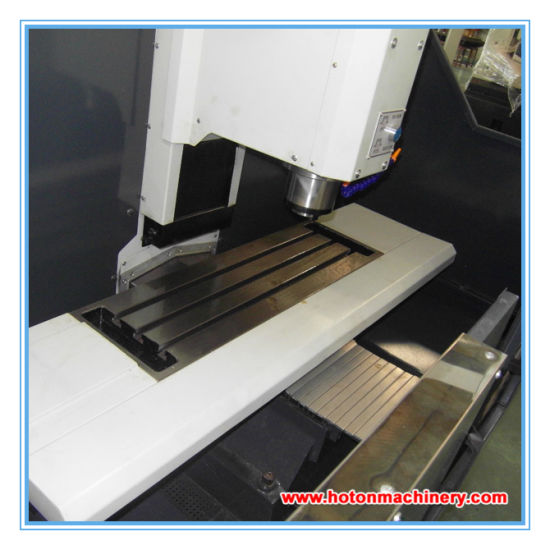 CE Standard CNC Milling Machine (XK7125) pictures & photos