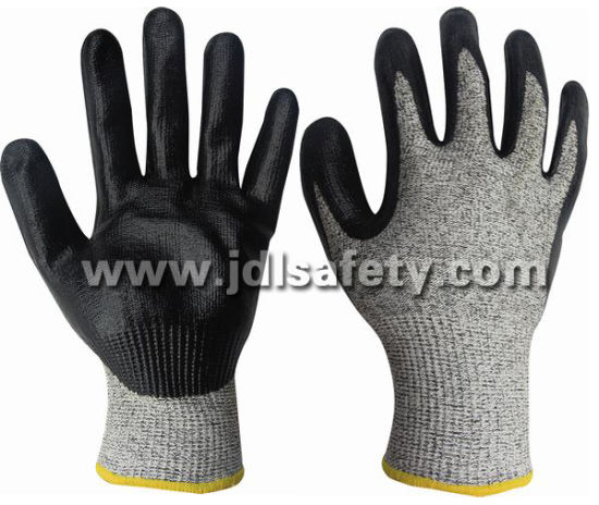 Builder Great Grip Cut Resistant Proof Working Labor Protective Hppe Knitted Safety Glove with Foam Nitrile Dipping (ND8047)