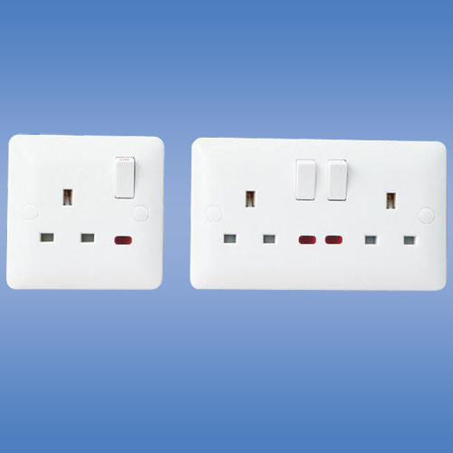 1 Gang Switched Socket with Neon (UK Stanard)