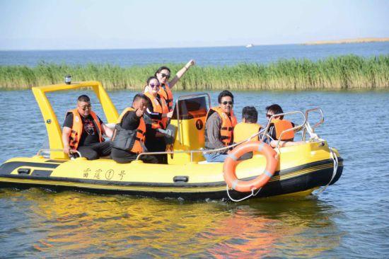 New Inflatable Rescue Boat Rib Boat Rigid Inflatable Boat Fiberglass Boat Motor Boat Rigid Inflatable Boat Fishing Boat Speed Boat Sport Boat Fiberglass Rib Bo