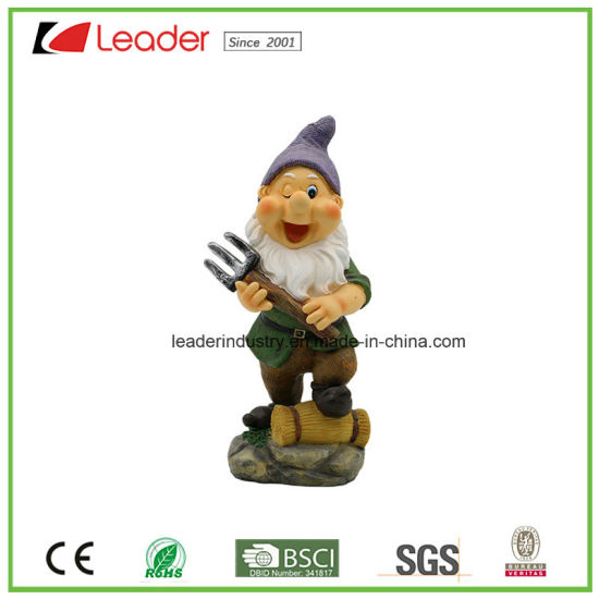 Whole Sale Polyresin Lawn Dwarf with a Rake Figurine for Garden Decoration pictures & photos