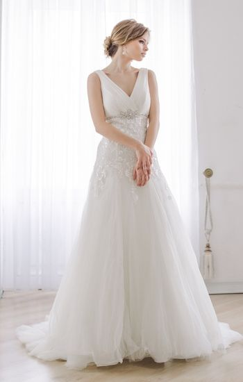 V-Neck Bridal Formal Gowns Lace Tulle Trumpet Wedding Dress Lb1926 pictures & photos