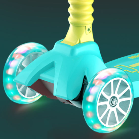 2021 New Design Approved 3 Big Light PU Wheels Push Tail Kick Scooter for Kids