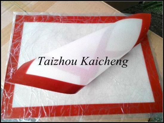 Food Grade Anti Slip Nonstick Fiberglass Silicone Baking Mat