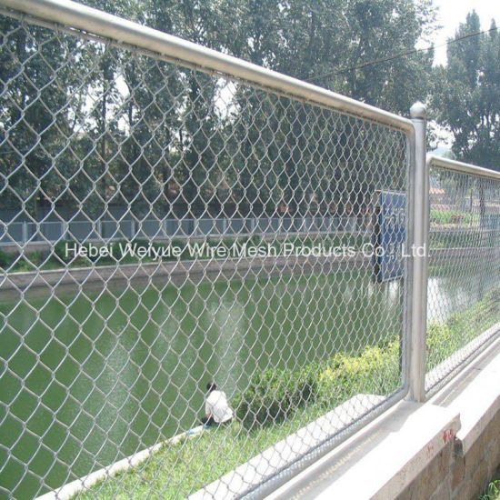 China Galvanized Sheep Metal Fence Temporary Farm Mesh Fence - China