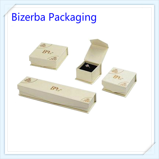 Cardboard Jewellery Gold Ring Gift Box pictures & photos
