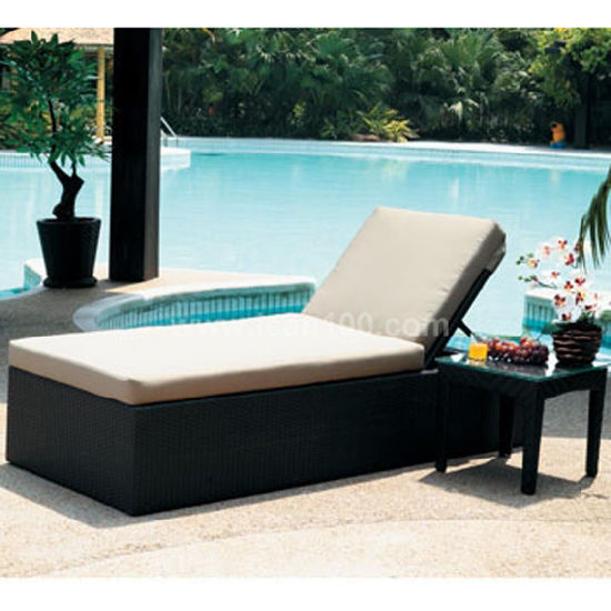 Water-Proof Rattan Pool Chaise Lounge Outdoor Garden Bar Stool Furniture Sun Bed (SL-07017)