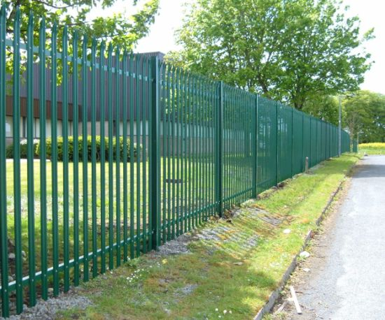 Welded Galvanized Black Powder Coating Wrought Iron Fence /Ranch /Garden/Pool Steel Fencing with Flattened Spear pictures & photos