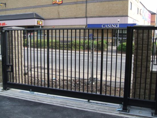 High Quality Powder Coated Steel Gate pictures & photos