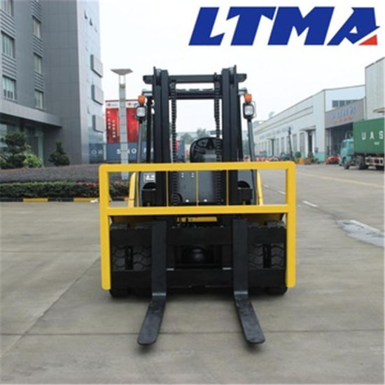 China Forklift Truck 7 Ton Lifting Capacity Diesel Forklift pictures & photos