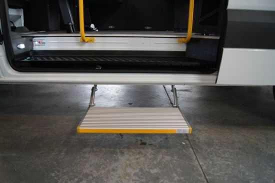 Electric Single Step for Motorhomes and Caravans pictures & photos