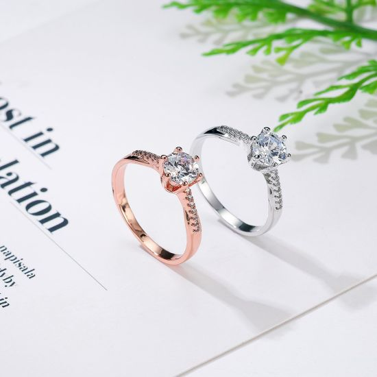 Fashion Woman Wedding Engagement Ring White Gold Ring with Cubic Zirconia pictures & photos