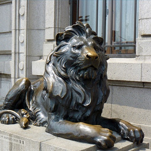 Quality Assured Western Garden Outdoor Bronze Sitting Lion Statue for Sale pictures & photos