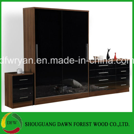 New Design Sliding Doors Bedroom Sets of Bedroom Furniture for Sale pictures & photos