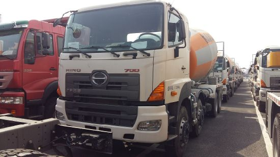 Hino 8X4 Mixer Truck with 12 Cubic Tank pictures & photos