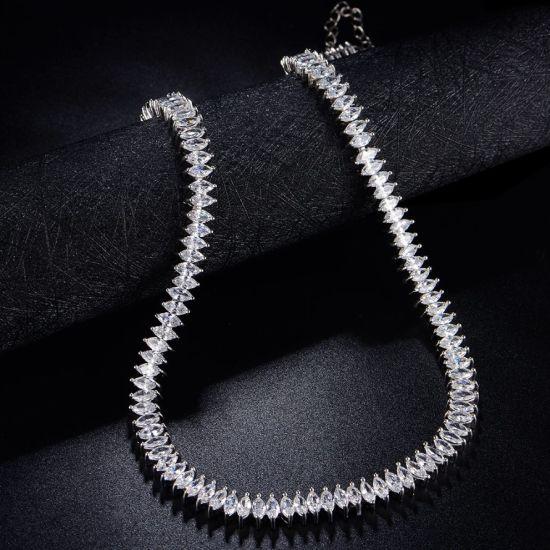 Charming White Zirconia Stone Silver Color Plated Jewelry Necklace pictures & photos