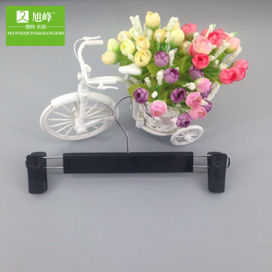 Wholesale Cheap Fashionable Black Plastic Trouser Hanger pictures & photos